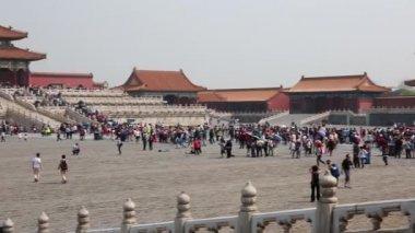 Turistas dentro de la ciudad prohibida — Vídeo de Stock