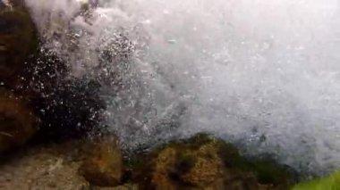 水中の美しい滝 — ストックビデオ