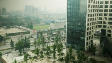 Traffic on a city street — Stock Video