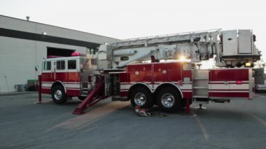Firetruck on site of fire — Stock Video
