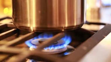Flame on a gas stove — Stock Video