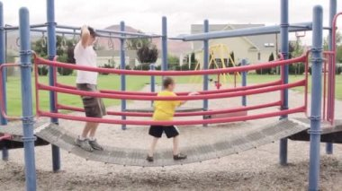 Father playing with kids — Stock Video