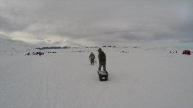 Father and son ice fishing — Stock Video