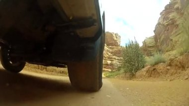 Suv driving through capitol reef — Stock Video