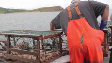 Fishermen setting trap — Stock Video