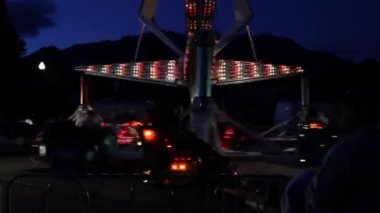 Carnival rides in city — Stock Video