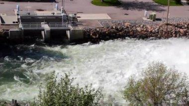 паводковых вод от весеннего стока — Стоковое видео