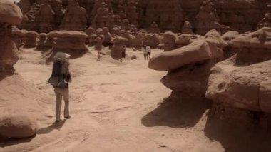 Family hiking through a canyon — Stock Video