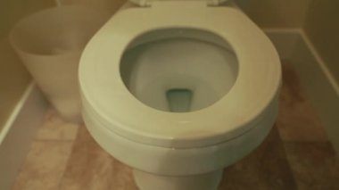 Hand lifts the toilet lid — Stockvideo