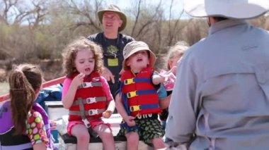 Families running the san juan river — Stock Video