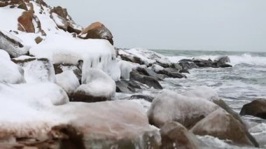 Incredible frozen rocks on shoreline — Stockvideo
