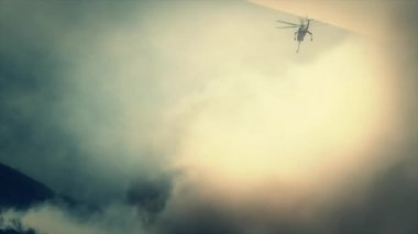 Helicopter battles with wildfire — Stock Video