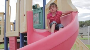 Children playing at the park — Stock Video