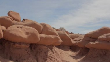 Girl Playing at Goblin Valley — Stock Video