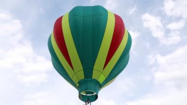 Balloon flying in sky — Stock Video