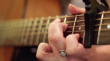 Girl playing the guitar — Stock Video