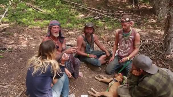 Hippies smoke marajuana — Vídeo de stock