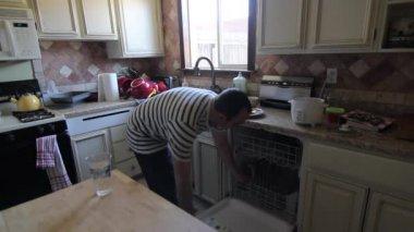 Buzdolabında meyve çekmece — Stok video