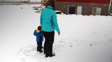 Mother and boy playing in the snow — Stock Video