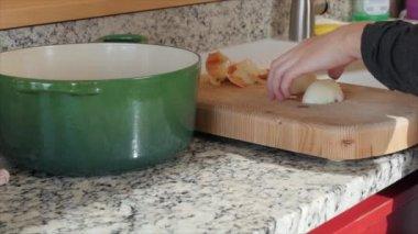 Woman chops an onion — Stock Video