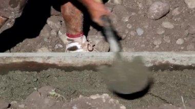 建筑工人浇注地基 — 图库视频影像