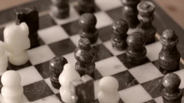 Men playing chess — Stock Video