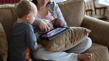 Mother nursing newborn baby — Stock Video