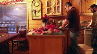 Man butchers elk meat — Stok video