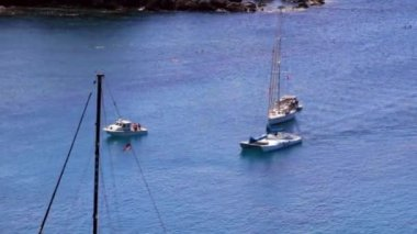 Sailboats float off the island — Stock Video
