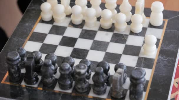 Two people playing chess — Vidéo