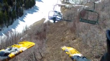 Man rides up a chair lift — Stock Video