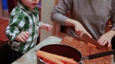 Toddler helps mom cook dinner — Stock Video