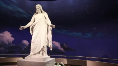 The Christus statue at temple — Stock Video