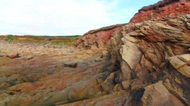 Rocky and ocean beach — Stock Video