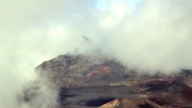 Volcano crater covered in clouds — Stock Video