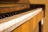 Klavier und Schlüssel — Stockfoto