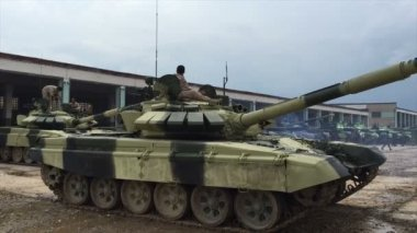 Moscú, Rusia - 01 de agosto de 2015: el tanque está aparcado — Vídeo de Stock