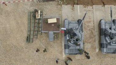 Moscú, Rusia - 01 de agosto de 2015: tiro aéreo de los tanques del ejército — Vídeo de Stock