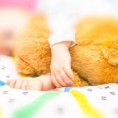 Toddler hands — Stock Photo