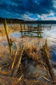 Lake with old destroyed pier — Stock Photo