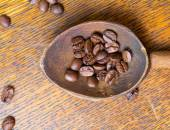Coffee beans and spoo — Stock Photo