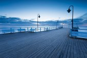 Beautiful morning seascape with wooden pier — Foto Stock