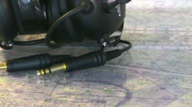Material do piloto para o planejamento de vôo da aviação — Vídeo stock