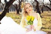 Våren brud från ett bröllop med gula — Stockfoto