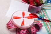 Yogurt with fresh strawberries — Stock Photo