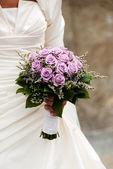 Abito donna rosa oceano viola bouquet da sposa — Foto Stock
