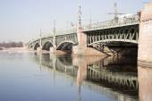 View of the Trinity Bridge in St. Petersburg over Neva River — Stock Photo