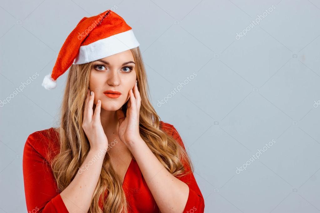 Платье под красным колпаком