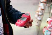 Father choosing shoes — Stock Photo