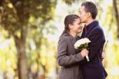 Couple hugging each other in the park — Stock Photo